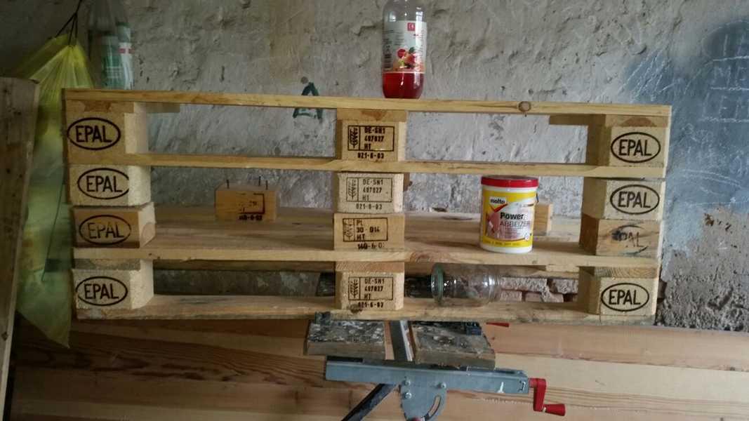 Regale aus palettenholz for Regal aus palettenholz
